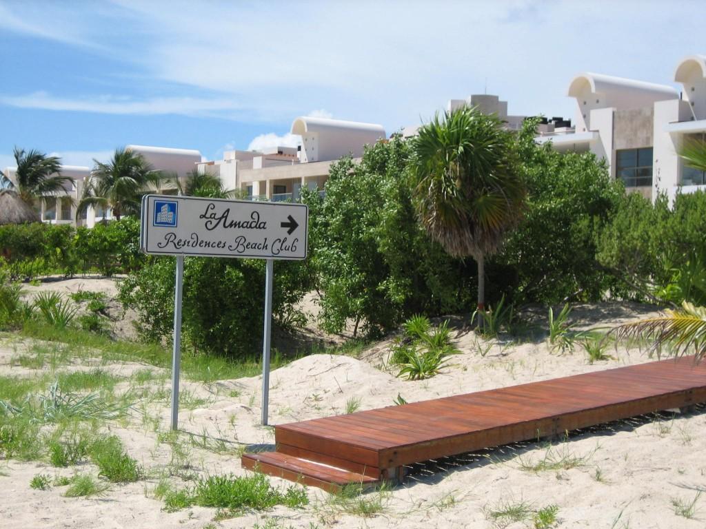 La Amada sign points to empty hotel